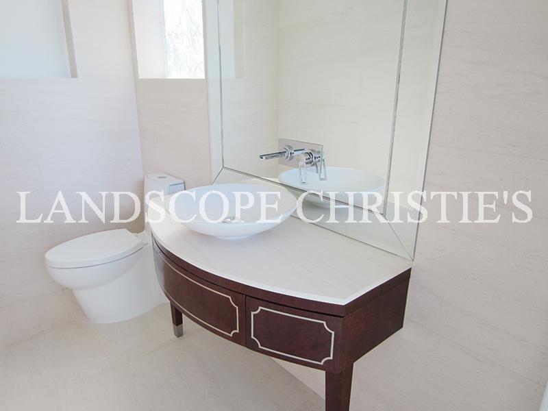 Additional photo for property listing at Magnolia Chung Hom Kok, Hong Kong