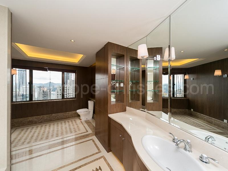 Additional photo for property listing at Grenville House Midlevels Central, Hongkong