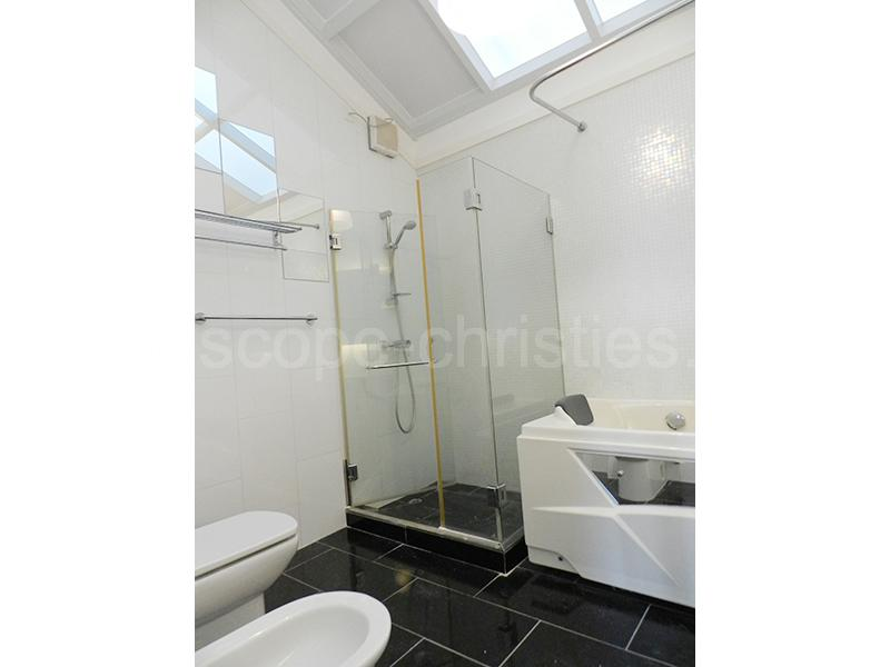 Additional photo for property listing at La Hacienda - Lower Townhouse The Peak, Hong Kong